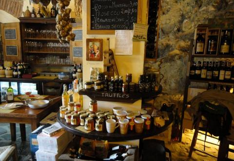 Restaurant and shop with local produce, Monterchi