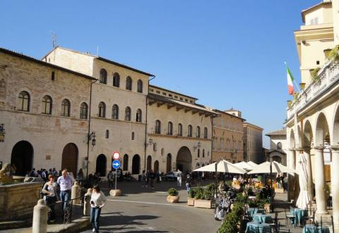 The main square in Assisi in October